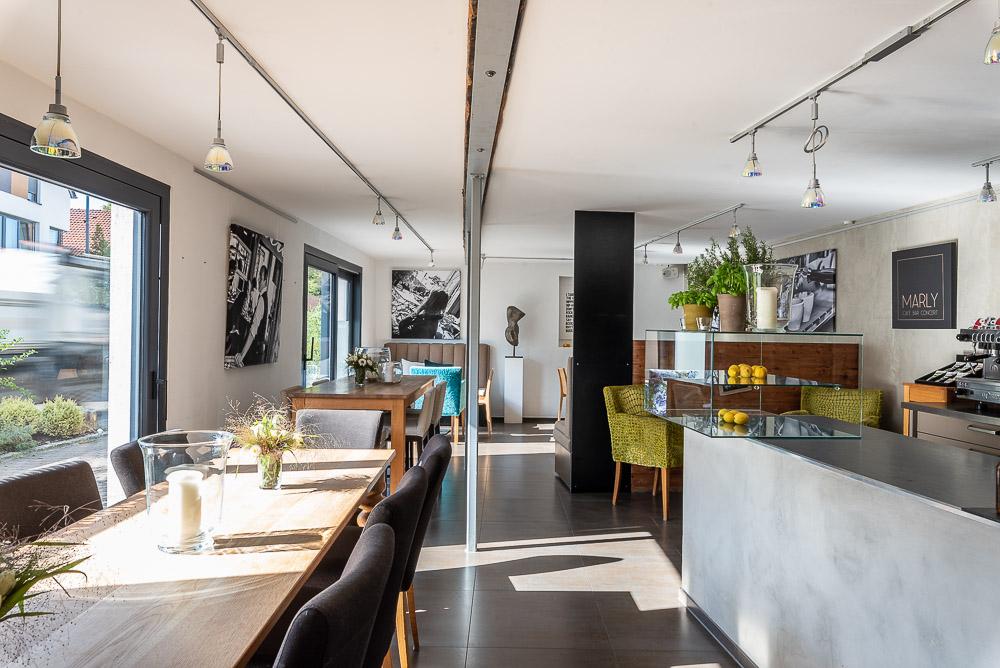 Cafe-Marly-Flein-Innenraum-mit-Thekenbereich