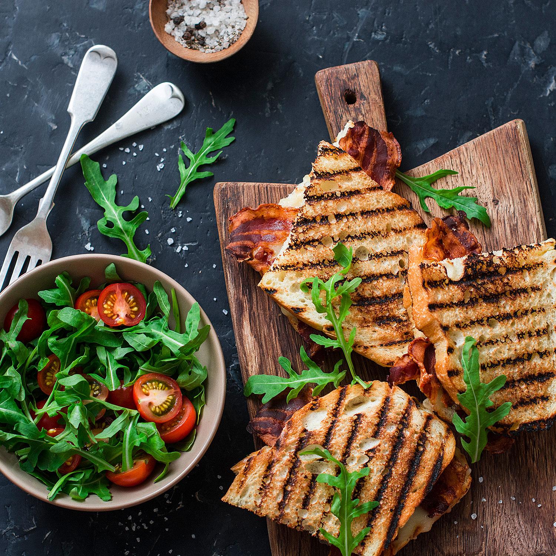 geroestetes-Brot-mit Salat
